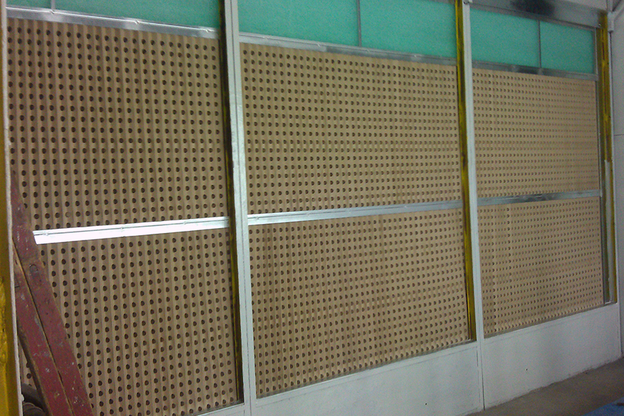 Spraying booth with  paper filter